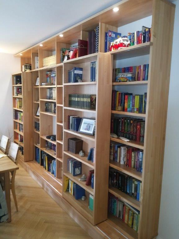Bücherregal aus Kernbuche Massivholz