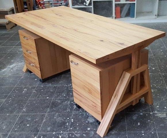 Schreibtisch aus Kernbuche Massivholz
