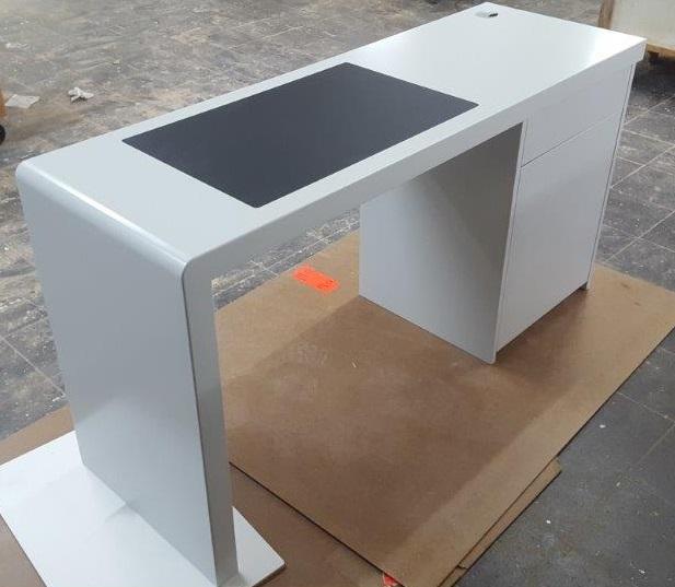 Schreibtisch mit Lino-Einlage
