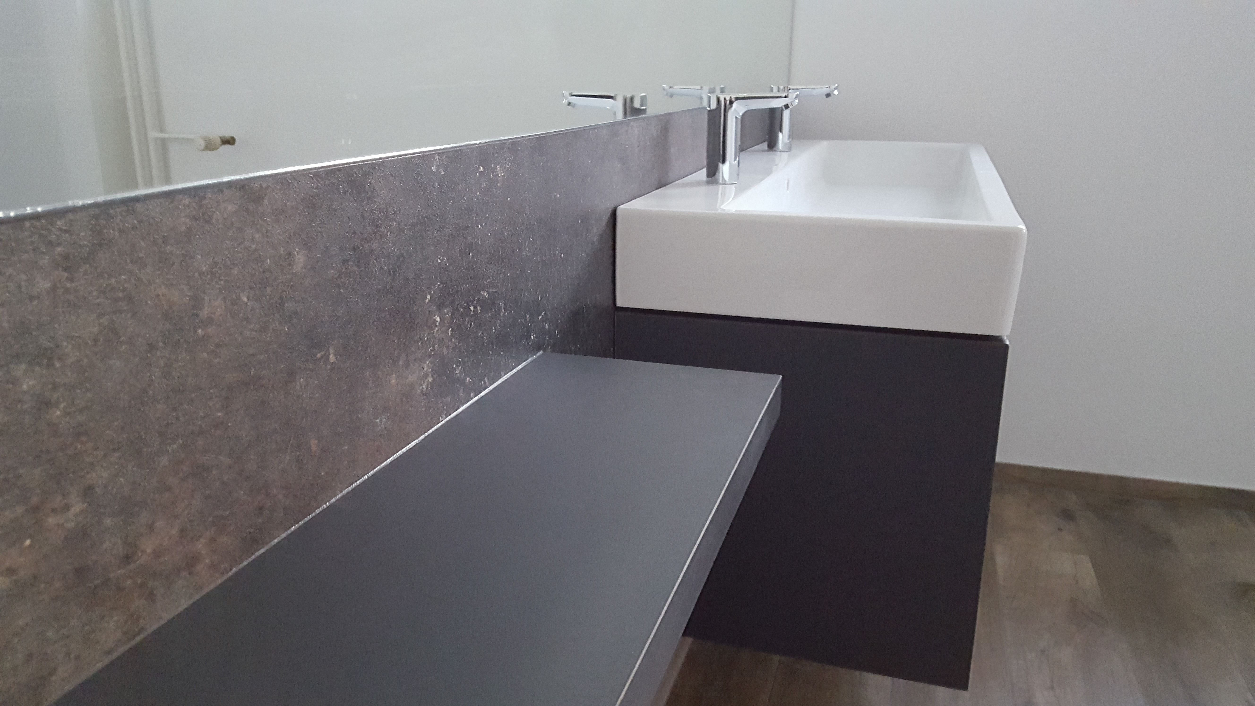 Badezimmerunterschrank grau