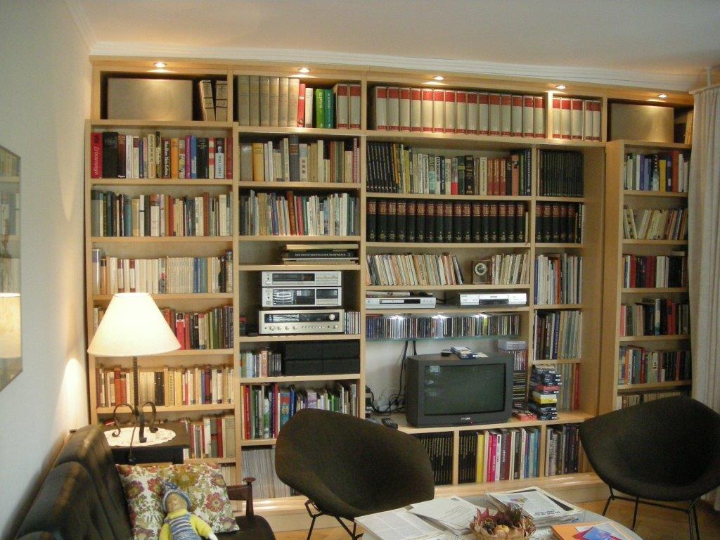 Bücherregal mit zwei verschiebbaren Regalen
