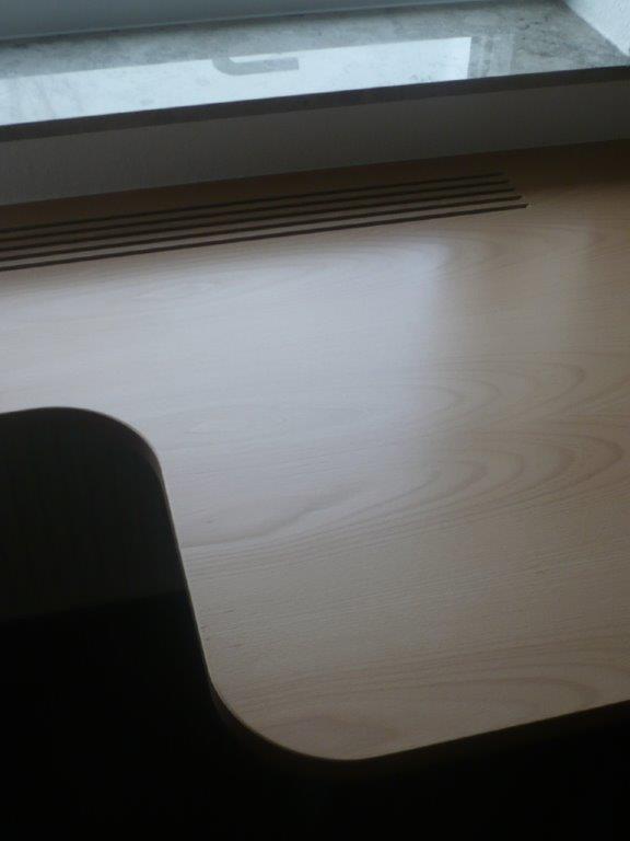 Schreibtisch aus Buche-Multiplexplatte