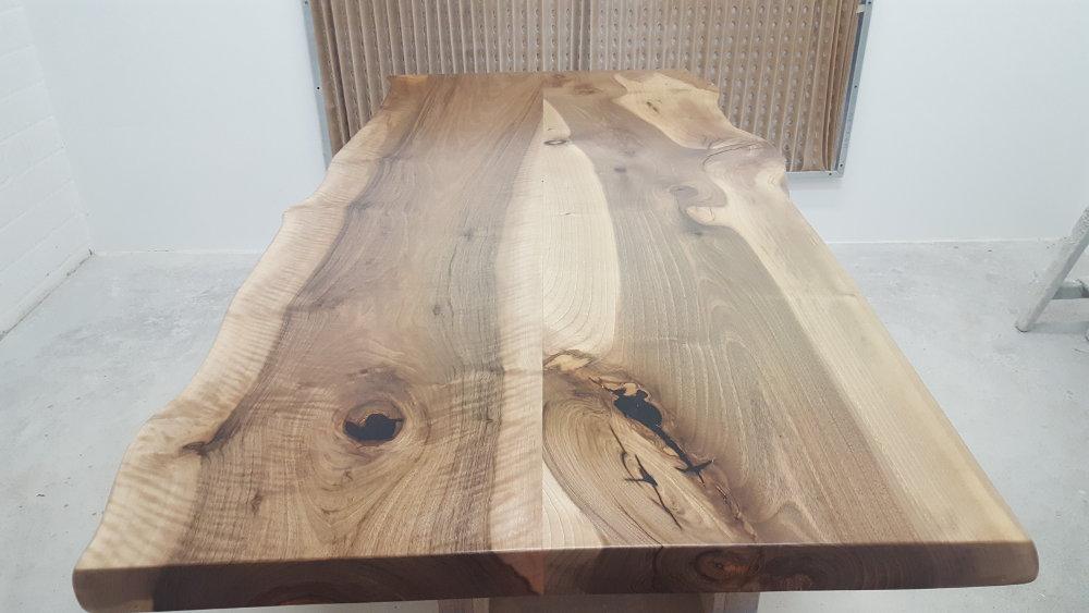 Tischplatte aus Nussbaum